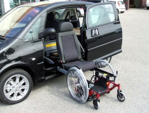 Peugeot 1007 - Sedile di guida girevole estraibile elettrico